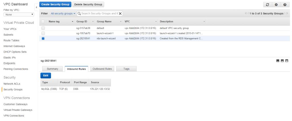 W tym celu w oknie głównym konsoli wybieramy narzędzie 'VPC' (Virtual Private Cloud), a w nim opcję security groups. Wybieramy tą, która została utworzona (będzie miała podobną nazwę co zaznaczona na grafice)
